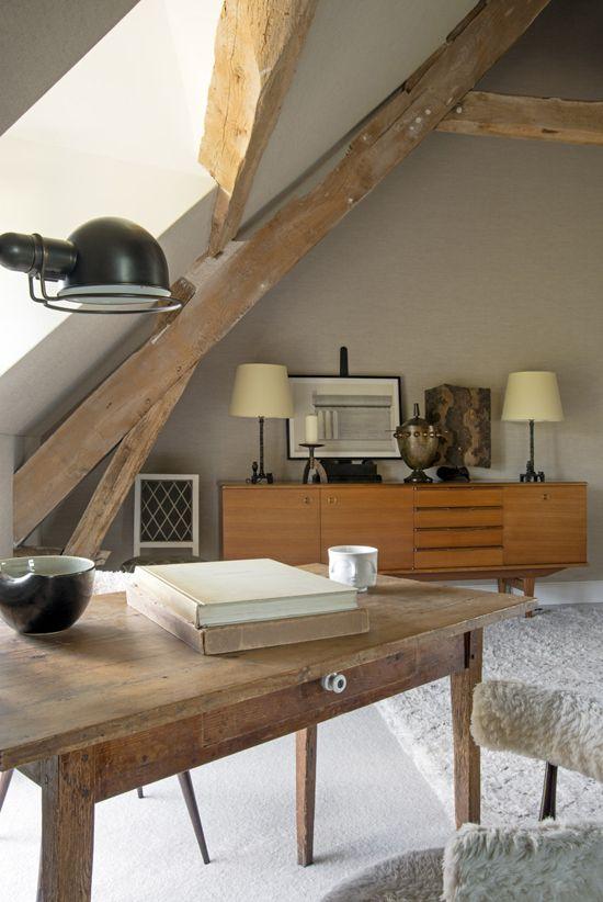 Pisalno mizo v mansardi