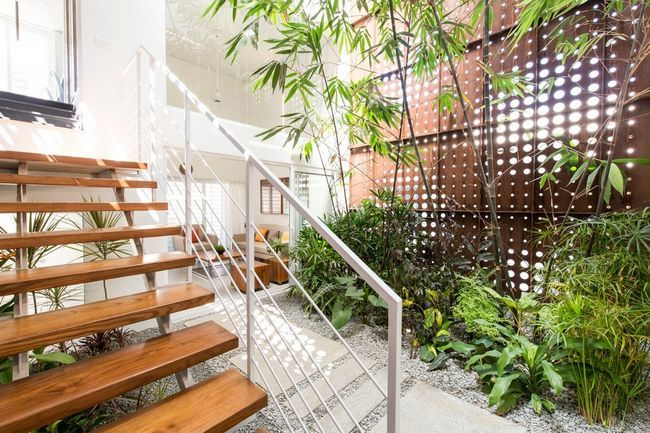 čudovito hišo z notranjim atriumom9