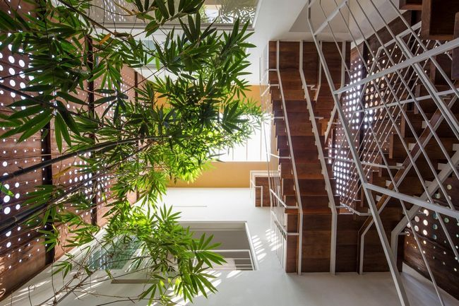 čudovito hišo z notranjim atriumom25
