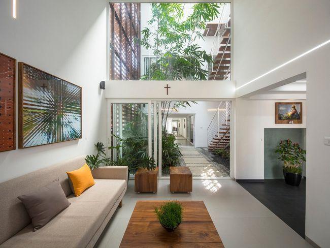 čudovito hišo z notranjim atriumom4