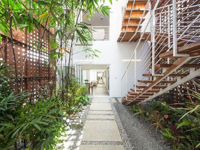 čudovito hišo z notranjim atriumom5