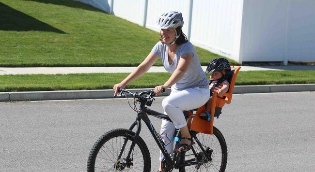 Izbira otroški sedež na kolesu
