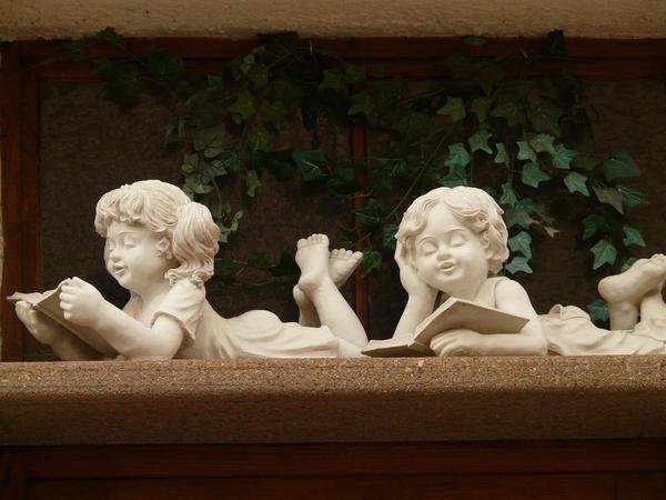 Скульптуры в дачном саду встречаются редко